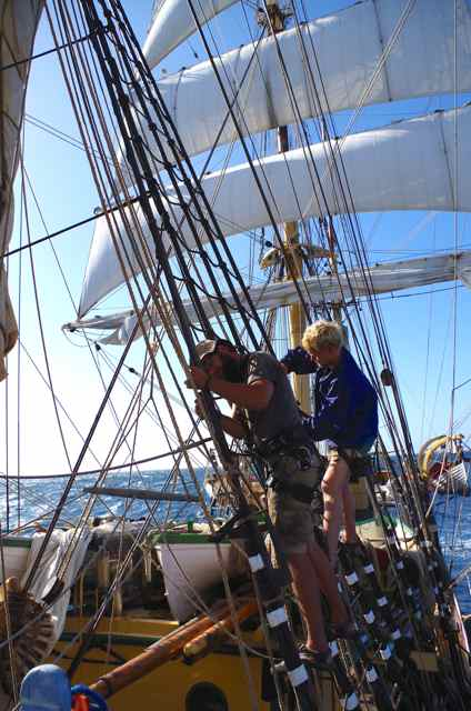 Jens and Magnus replace a ratline on the foremast